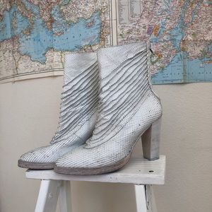 RARE Free People white snake heeled boots 39